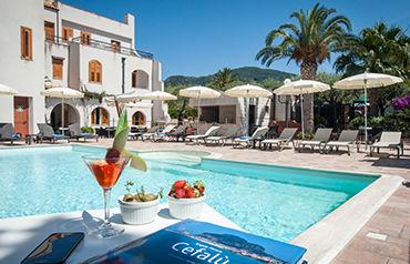 Hôtel Baia Del Capitano 4* avec location de voiture